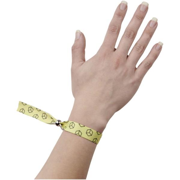 Et vollfarbig bedrucktes Festival-Armband - weiss