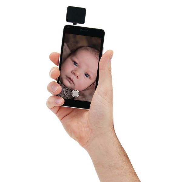 Mobiltelefon villanófény