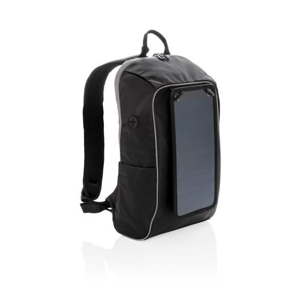 Outdoorový batoh se solárním panelem