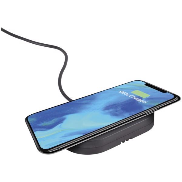 Prim detachable wireless phone mount