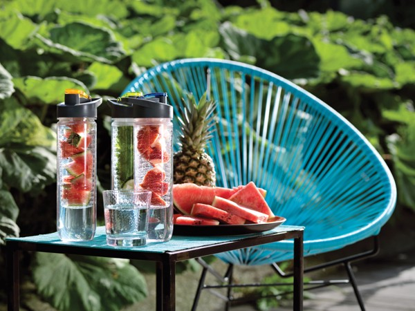 Lahev na vodu s košíkem na ovoce - Modrá